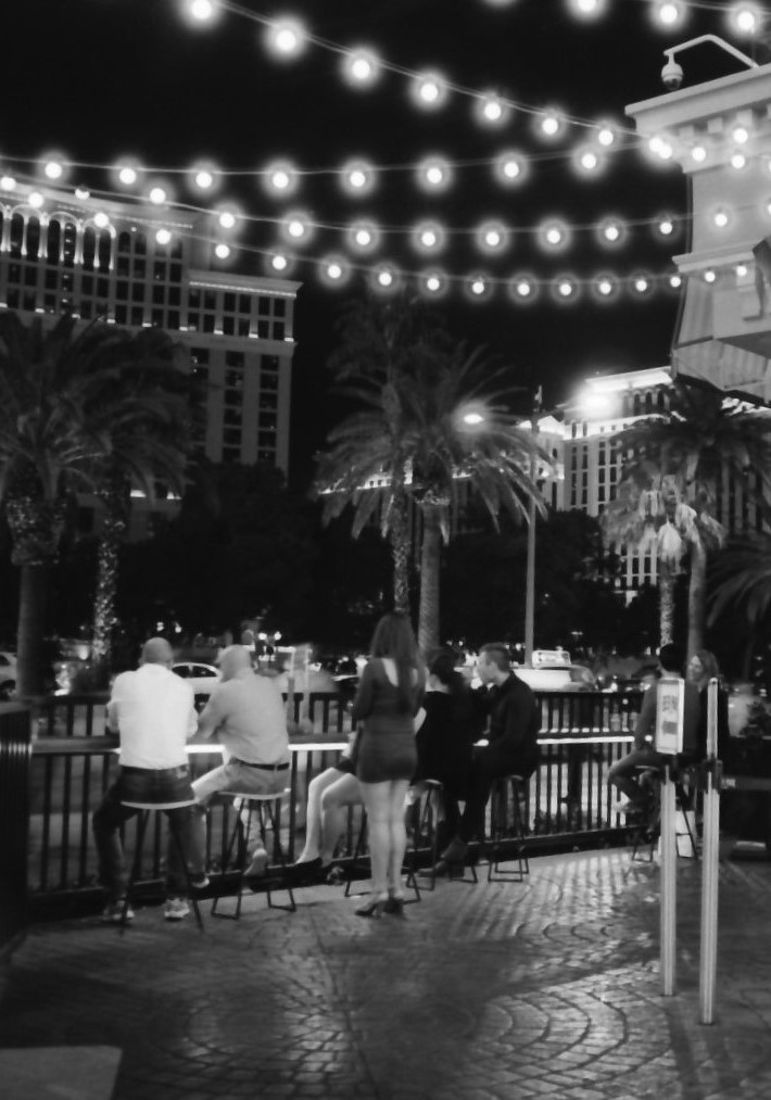 vegas-outdoor-bar